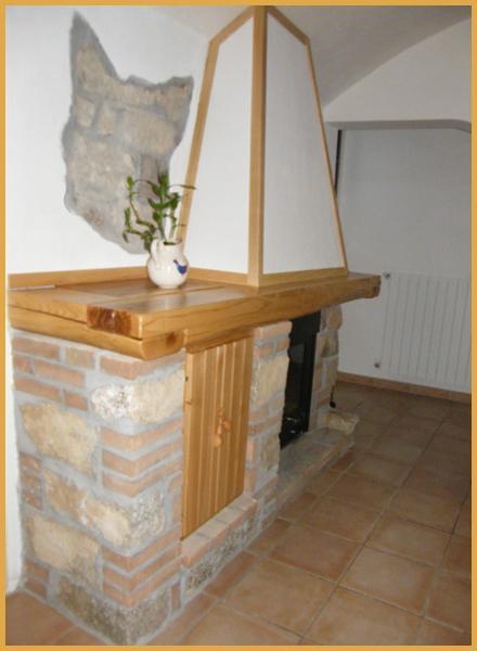 Caminetto rustico in Castagno