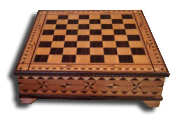 Ludic - Cofanetto intarsiato a scacchiera