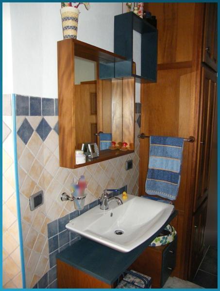 Cubic - Arredi per bagno in legno Meranti