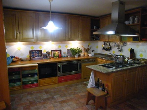Collage - cucina in castagno