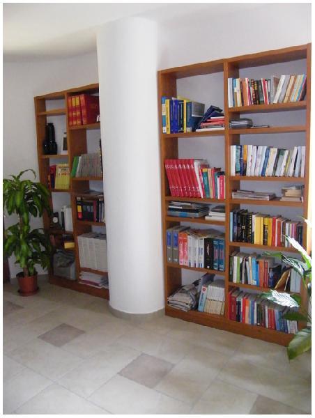 Cubica - Libreria  in legno di ciliegio
