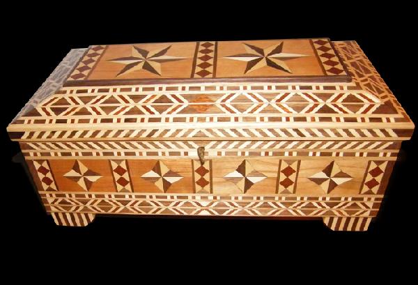 Oranilegno Voyage Wooden Casket Inlaid - Casket coffee table